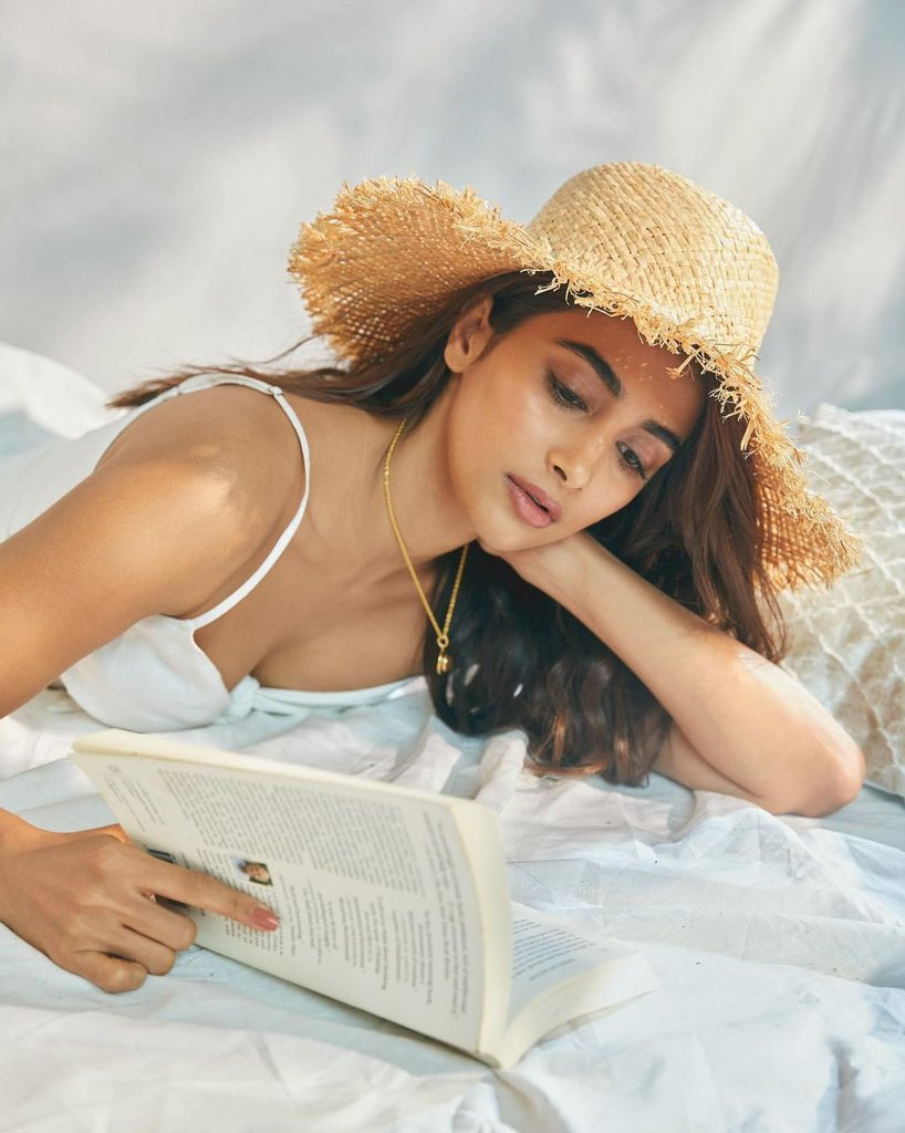 actress_pooja_hegde_new_stills_963258744