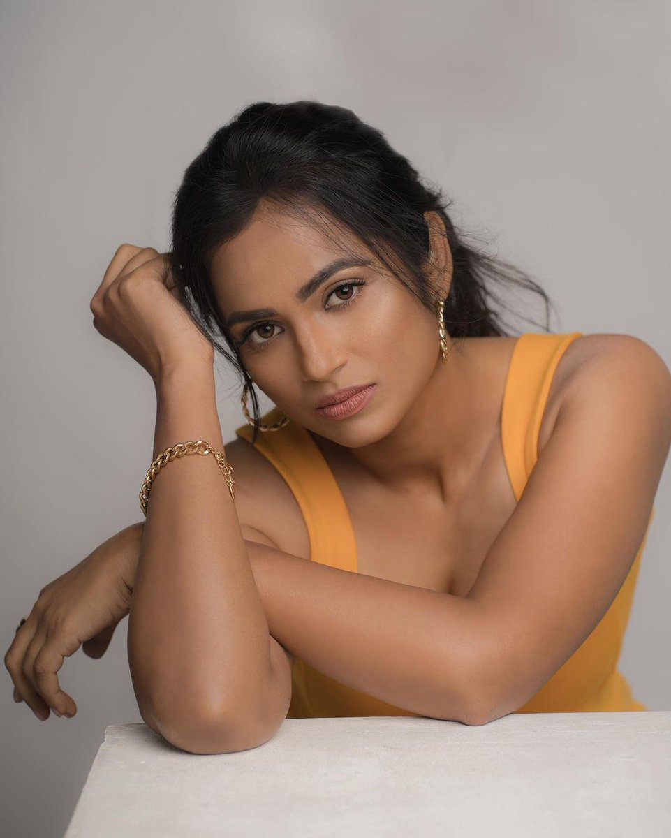 Actress Ramya Pandian Images HD
