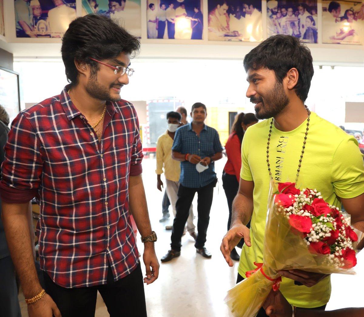 actor-dhanush-recent-photos
